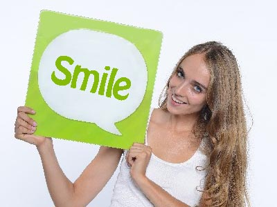 『笑顔⇒脳』 笑顔から脳へと伝わる信号